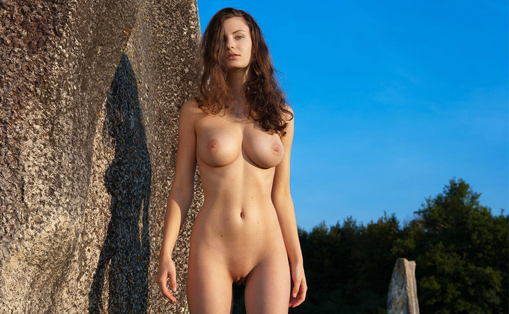Susann Erotic Outdoor Babe