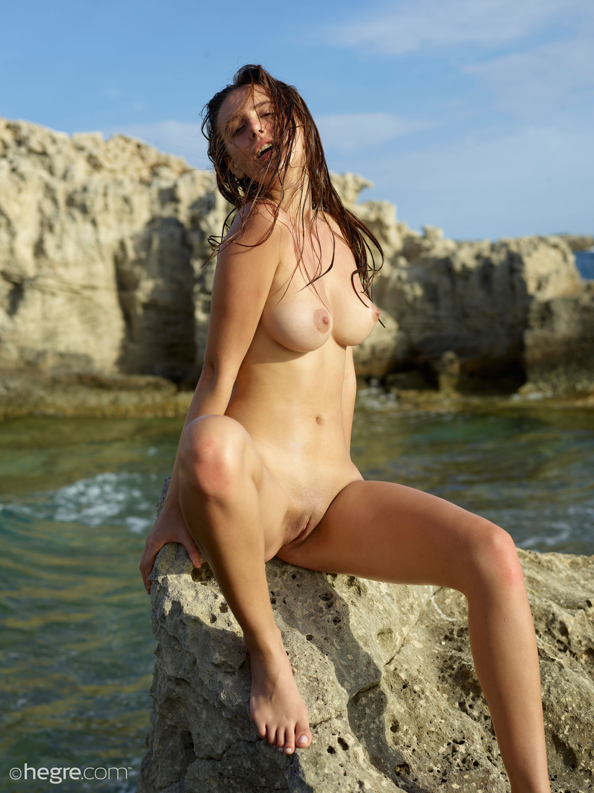 cdn gyrls wp content uploads 2018 04 30 alisa i nude and wet in the sun 10